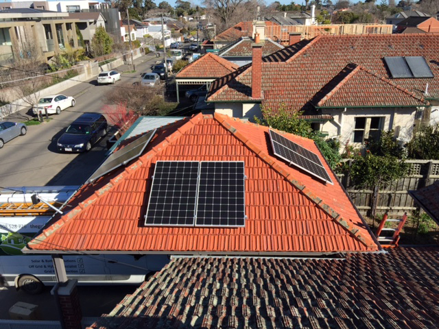 Garage roof with dc coupled solar panels optimisers Brighton