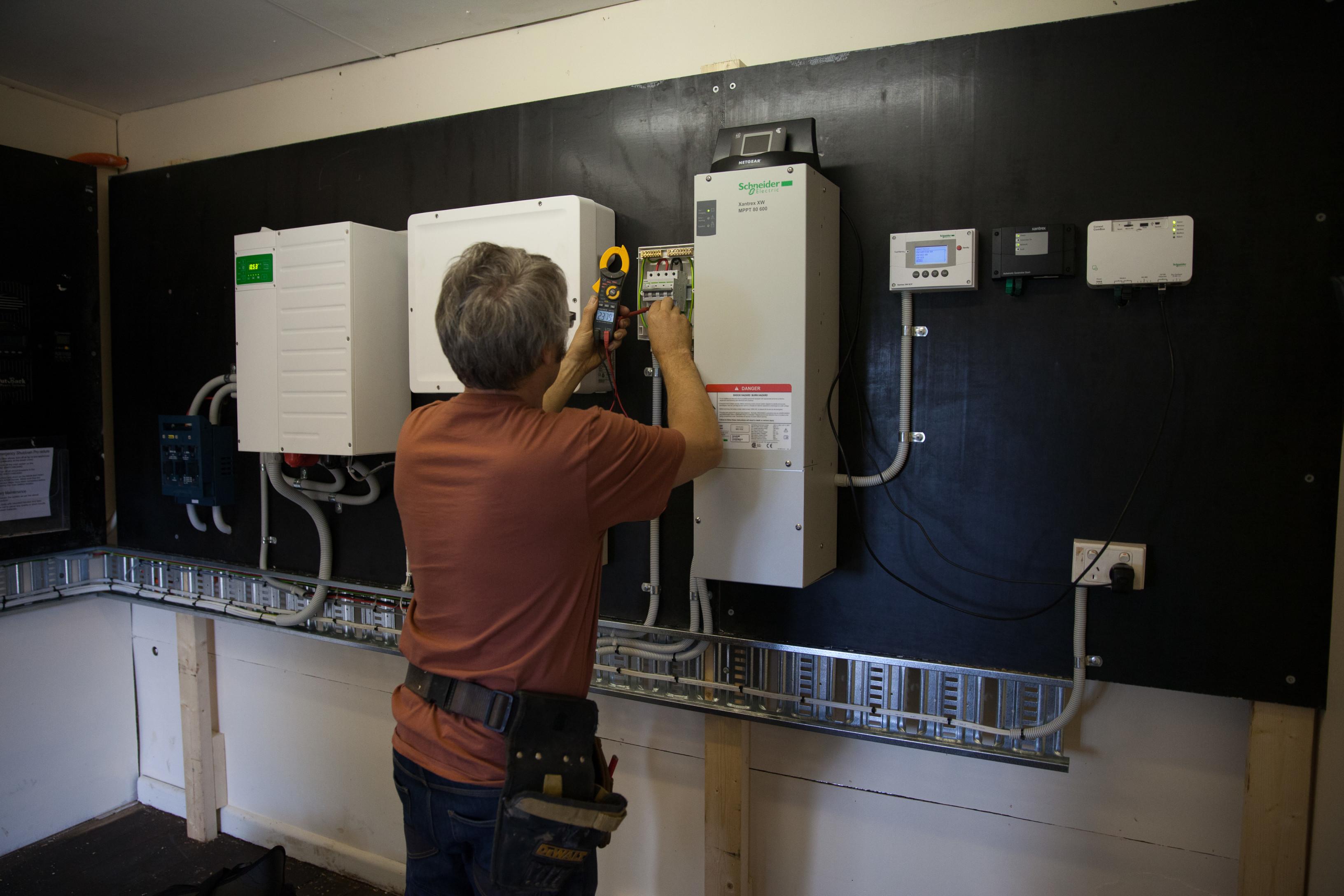 Schneider 80/600 MPPT solar regulator